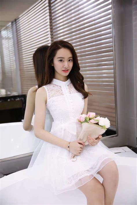 dress brokat putih import cantik  model terbaru