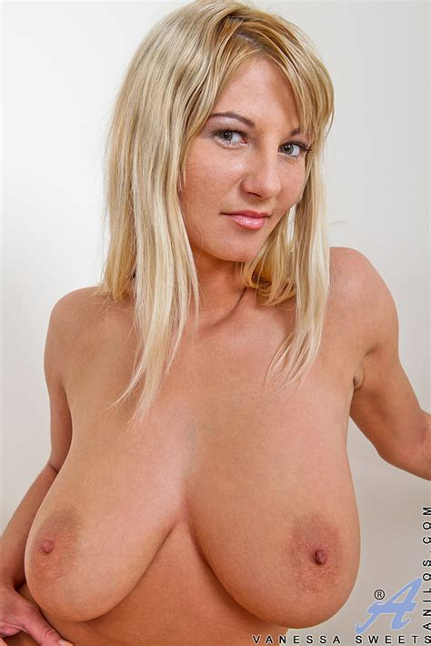 vanessa sweets drag out her nice teets milf fox