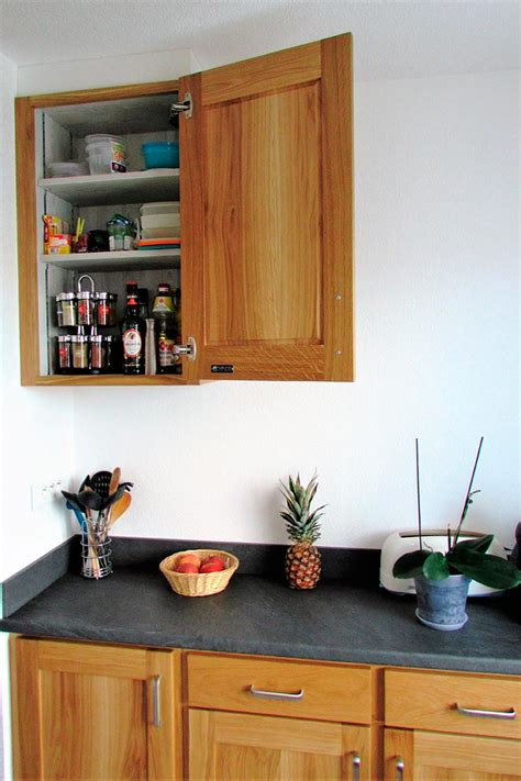 crédence en stratifié pour cuisine cuisine chene massif vernis naturel plan de travail et credence en stratifie gris ardoise porte