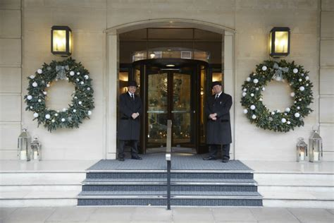 luxurious hotels    christmas window