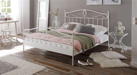 Betten In Weiß mediterranes metallbett in anthrazit oder wei 223 piemonte