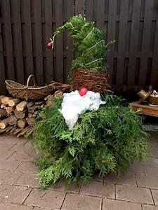 Basteln Für Den Garten : weihnachtswichtel aus wacholder zweigen basteln f r weihnachten weihnachtsdeko f r den ~ Markanthonyermac.com Haus und Dekorationen