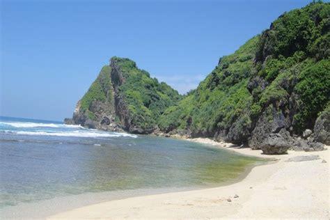 gunung kidul kembangkan destinasi wisata pantai nguyahan