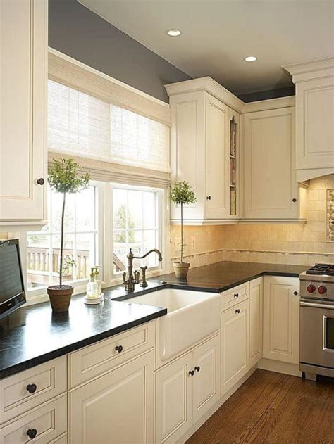 painting kitchen cabinets antique white 25 antique white kitchen cabinets ideas that blow your