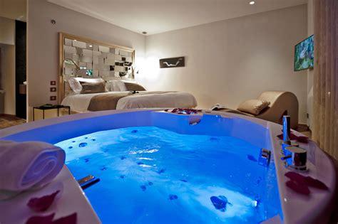 chambre hotel romantique suites de la tour nuit d 39 amour