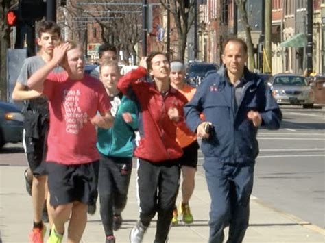 ultra marathon runner helps scpa students