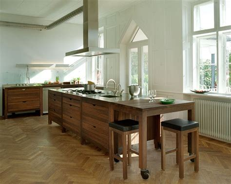 open kitchen islands open kitchen island doesn 39 t touch the floor i like the