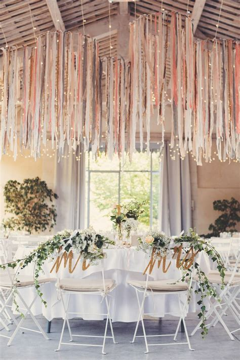 decoration chandelier pour mariage 17 best ideas about fabric chandelier on ribbon chandelier ribbon mobile and shabby
