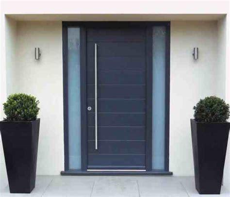 desain pintu utama minimalis aluminium eksterior rumah