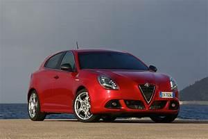 Alfa Romeo Giuletta : alfa romeo giulietta mito quadrifoglio verde uk pricing autoevolution ~ Medecine-chirurgie-esthetiques.com Avis de Voitures