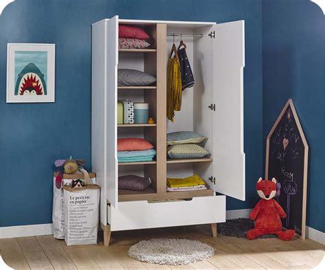 chambre blanche et bois chambre enfant riga blanche et bois set de 4 meubles