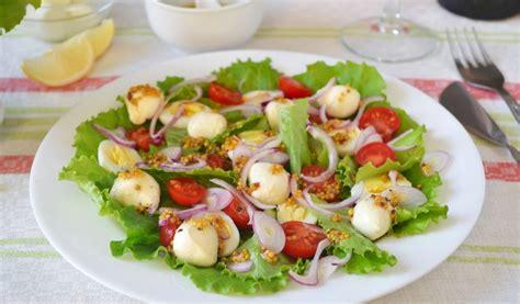 Receptes.lv - Lapu salāti ar paipalu olām un mocarellu