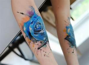 Rosen Tattoo Klein : 30 blumen tattoo motive im trendigen wasserfarben look ~ Frokenaadalensverden.com Haus und Dekorationen