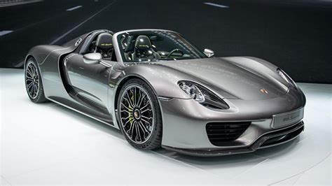 Porsche 918 Spyder Roars Into View