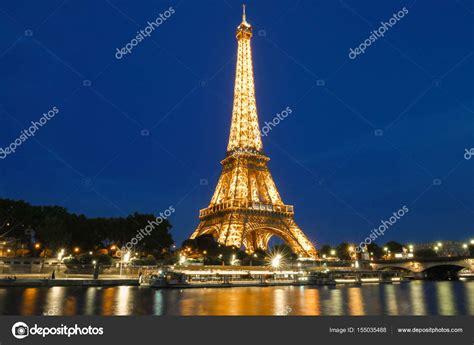 torre eiffel illuminata la torre eiffel tour eiffel illuminata di notte parigi
