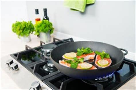 cuisine au gaz ou induction plaques de cuisson à induction gaz ou vitrocéramique travaux cuisine
