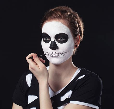 skelett gesicht schminken schminkanleitung skelett