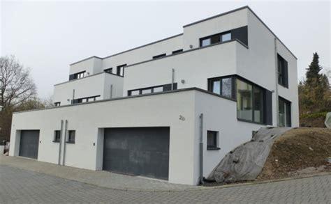 Moderne Doppelhaushälfte Mit Dachgarten Und Flachdach