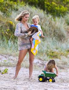 boho wedding ring elsa pataky joins husband chris hemsworth and their three
