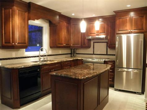 armoire de cuisine classique en bois avec comptoir de