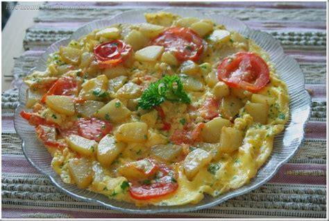 2 recette cuisine omelette persillée aux pommes de terre et à la tomate en