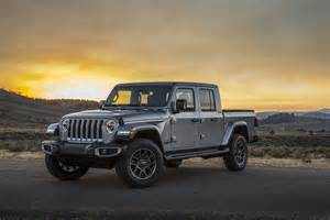 jeep gladiator   capable midsize truck