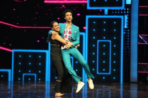 Sonakshi Sinha Sizzles On Dance Plus 2 Stage With Super