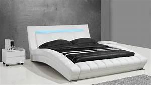Lit 2 Places Moderne : lits design en cuir joe un lit moderne en cuir au design contemporain mobilier moss ~ Teatrodelosmanantiales.com Idées de Décoration