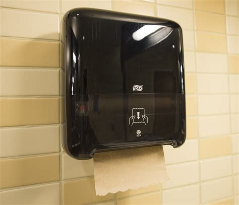 ucla installs  dispensers  reduce paper towel waste
