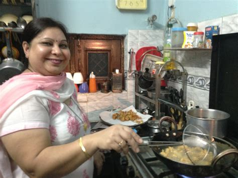cooking cuisine maison home cooked delhi connecting locals and travellers with food