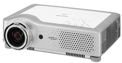 sanyo plc xu84 xga ultraportable multimedia lcd projector