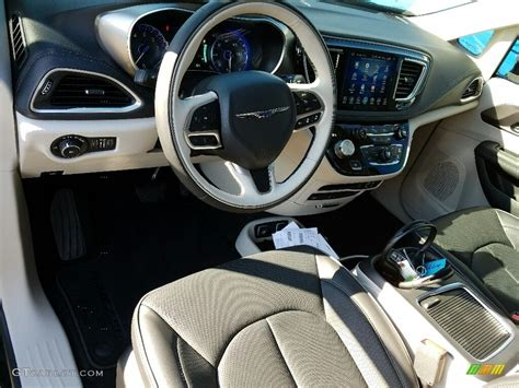 2017 Chrysler Pacifica Limited Interior Color Photos