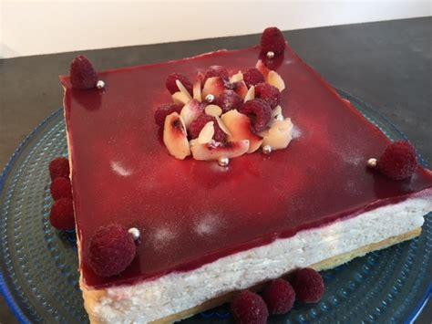 hervé cuisine bavarois bavarois aux fraises sur génoise pistache hervecuisine com