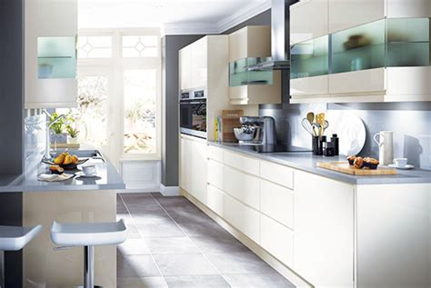 small kitchen design with breakfast bar design ideas for small kitchens real homes 9326