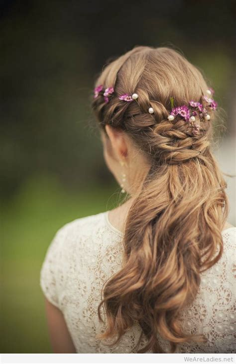 Floral Hairstyles For Your Wedding