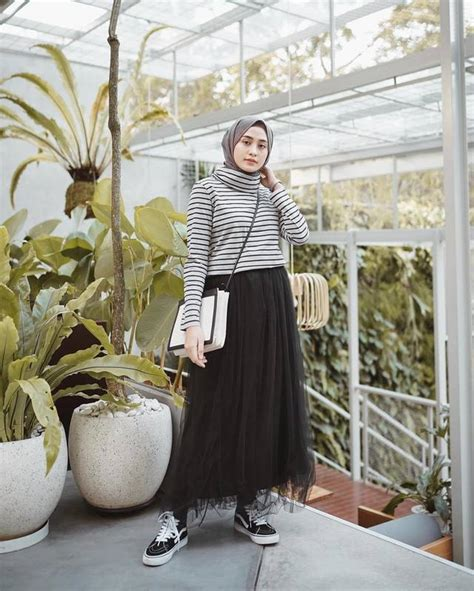 ide padu padan hijab  rok hitam  stylish