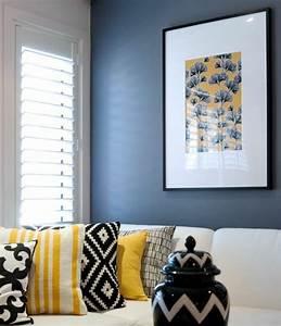 1001 idees creer une deco en bleu et jaune conviviale With tapis champ de fleurs avec canapé cuir jaune moutarde