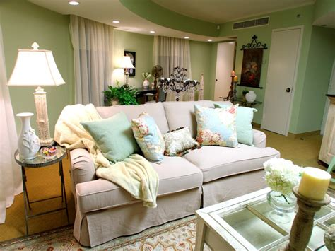 shabby chic livingrooms hgtv 39 s design team creates a shabby chic suite with