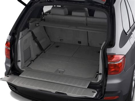 image  bmw  series awd  door  trunk size