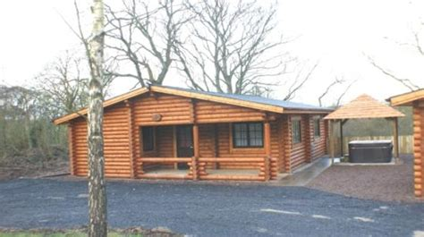 Log Cabins In Northumberland With Tubs by Deluxe Tyne Log Cabin With Tub Picture Of Felmoor