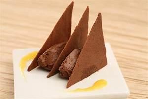 Recette de Tuiles au cacao mousse choco passion et coulis
