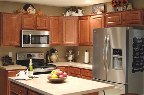 Decorating Ideas For Tuscan Kitchen by Charming Decorating Above Kitchen Cabinets Tuscan Style