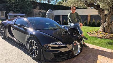 Otomobil, dünya üzerinde sadece 1 tane bulunuyor. Feast Your Eyes On Cristiano Ronaldo Sitting On A Bugatti ...