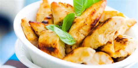 cuisiner des aiguillettes de poulet aiguillette de poulet rôti facile et pas cher recette