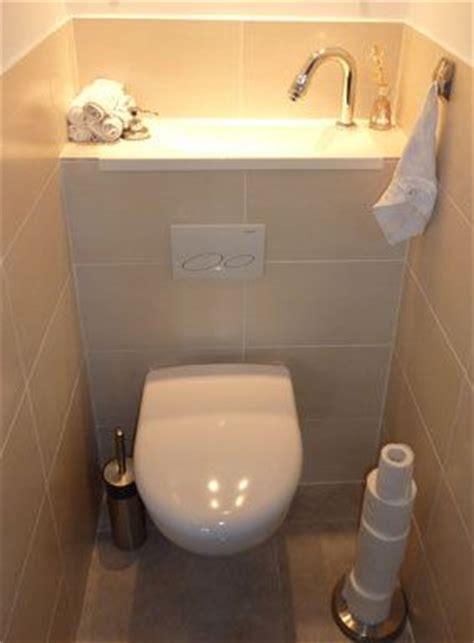 le w c suspendu avec lave mains de wici est associ 233 224 un