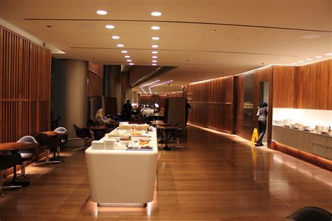 review oryx lounge doha    upgraded