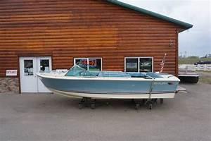 1981 Century Resorter 18 U0026 39  Fiberglass Runabout Inboard Boat