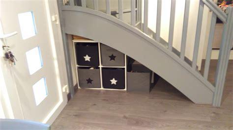 deco cuisine salle a manger rangements sous escalier photo 13 13 très pratique
