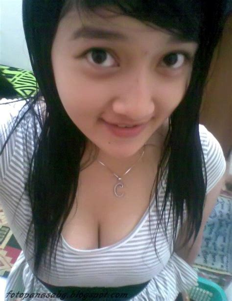 Pose Hot Dan Seksi Tante Girang Nakal Payudara Montok