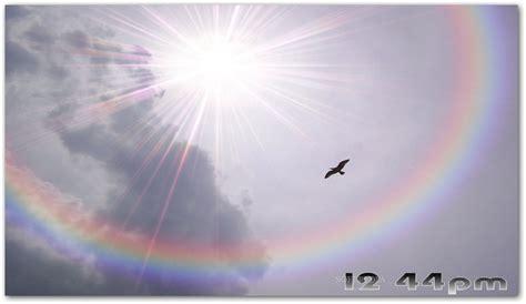 Download Spectacular Rainbows Free Screensaver 2.0